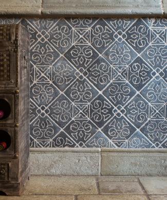 Hochwertige Designe Mosaik Fliesen von BrigitteHome. Die Schönheit handgefertigter Fliesen besteht darin, dass jede Fliese ein Unikat ist, mit kleine Abweichungen in Größe und Farbe. Man kann die als Wandverkleidung sowie als Beläge für den Boden, Arbeitsflächen, Fenstersimse und andere Flächen im Innen-wie Außenbereich verwendet. Alle unsere Fliesen sind reine Handarbeit.